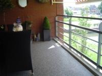 Balkon met marmerstone